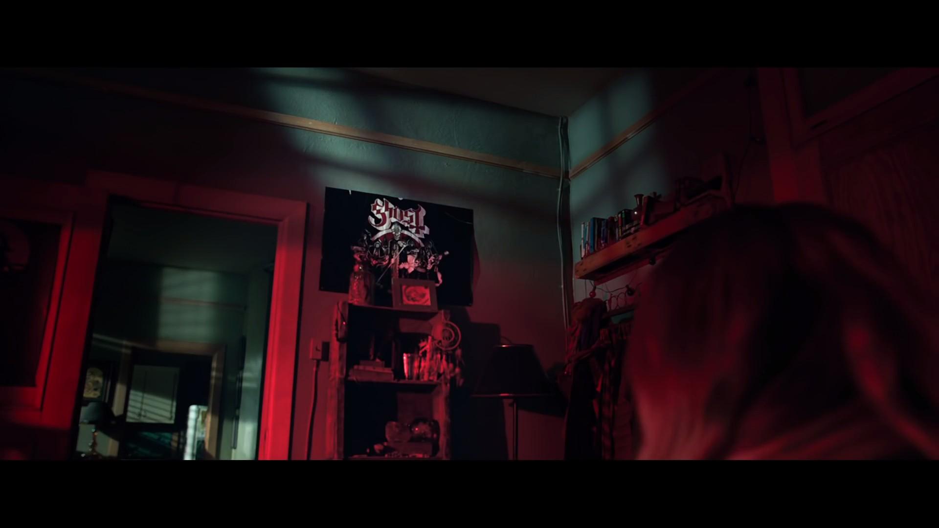 Ghost Poster Spotted In 'Lights Out' Movie Trailer