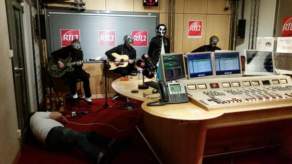 Ghost Performs Acoustic Set On French Radio Station RTL2