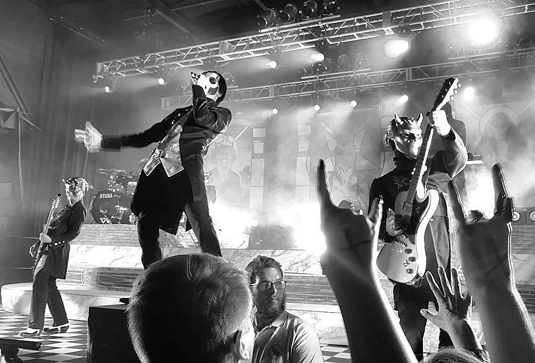 Live Ghost Pics Taken By Scott Wood – Popestar Tour